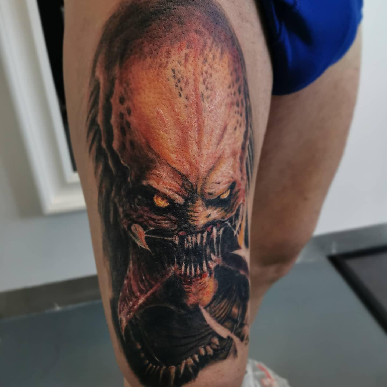 Predator Tattoo - gestochen in Hafenfarben
