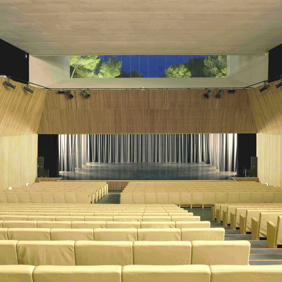 Auditorium frontal sea view