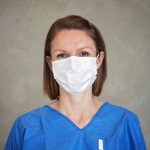 Ansigtsmaske med øreelastik - Type IIR - CE - Medicom - hvid - båret på kvinde
