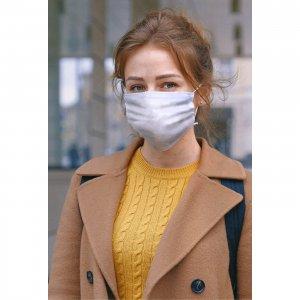 Stofmaske med øreelastikker - 3-lags - på kvinde