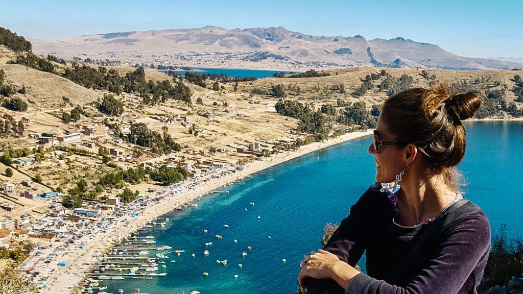 uitzicht vanaf Cerro Calvario op Lake Titicaca in Copacabana bolivia