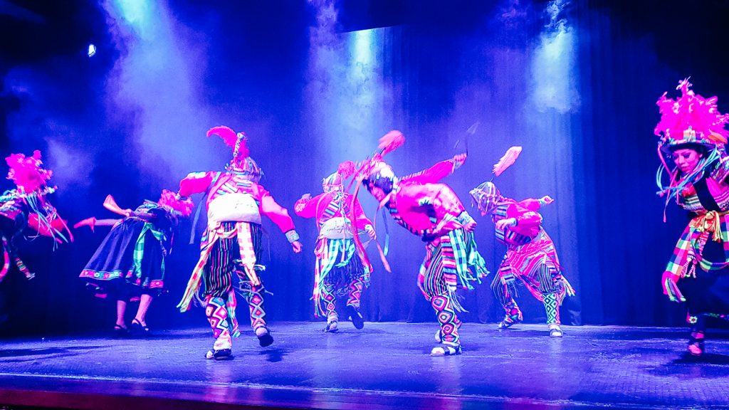 Origenes, een traditionele dansshow.