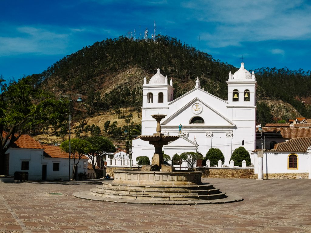 een witte kathedraal in Sucre Bolivia