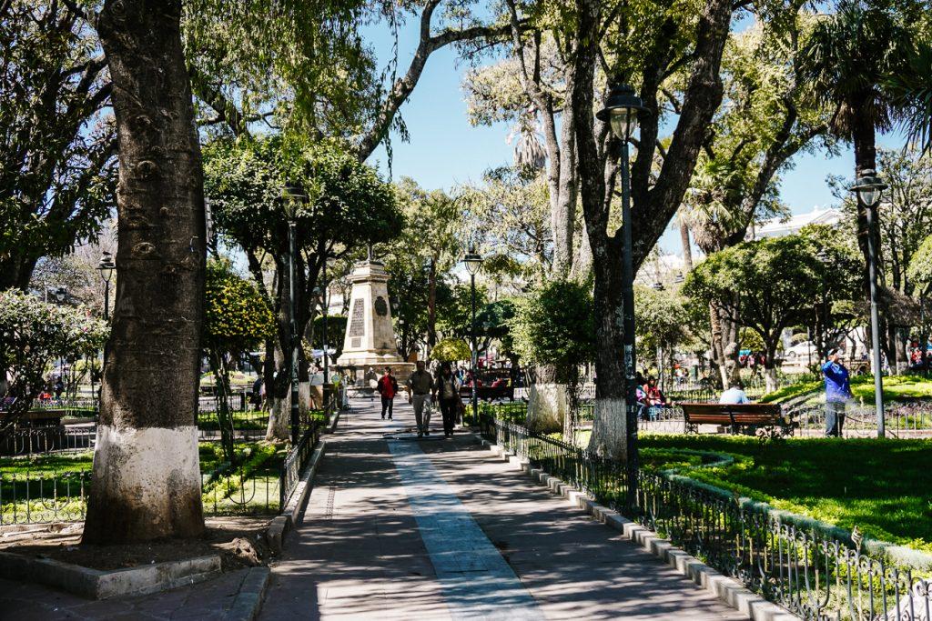 De bezienswaardigheden in Sucre Bolivia maar neem ook plaats op een bankje op plaza 25 de Mayo en observeer