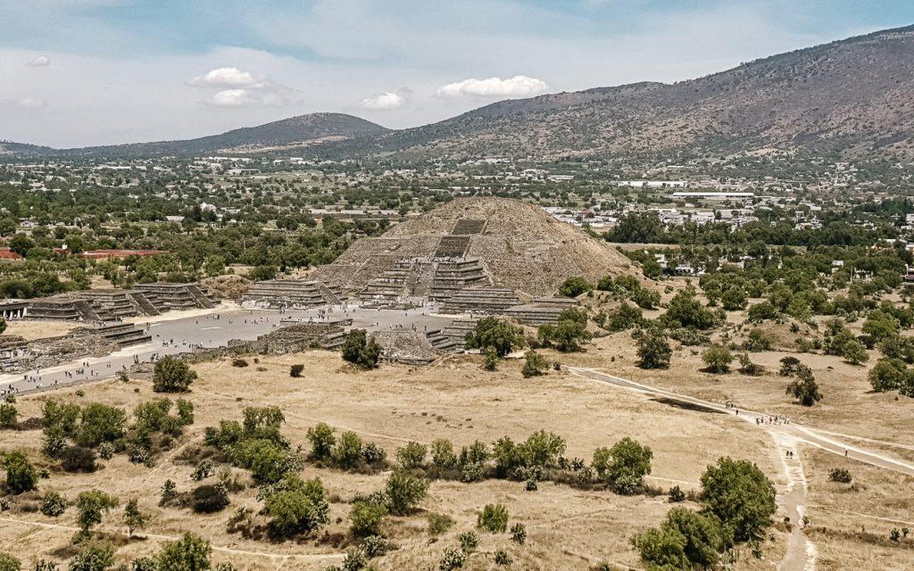 uitzicht op de piramides van Teotihuacan in Mexico