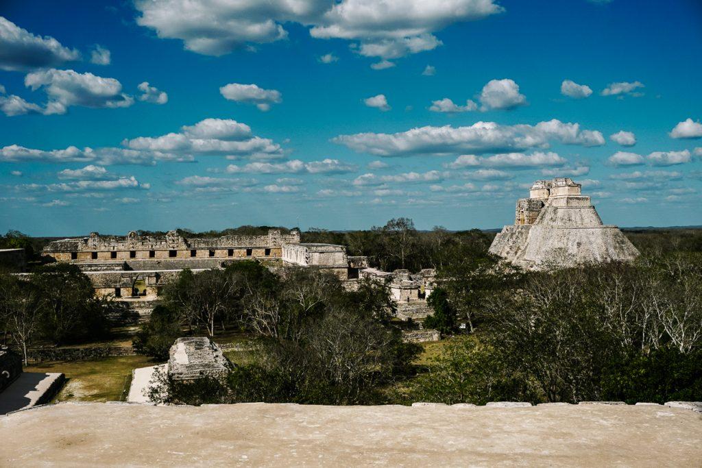 uitzicht op de Maya tempels van Uxmal in Mexico