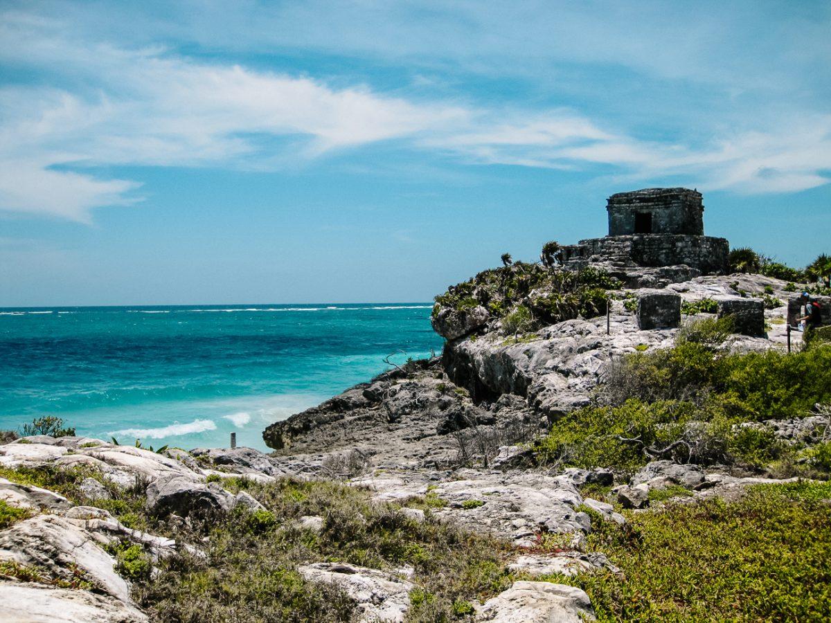 Maya ruines Tulum, aan het strand, een van de mooiste Maya tempels in Mexico