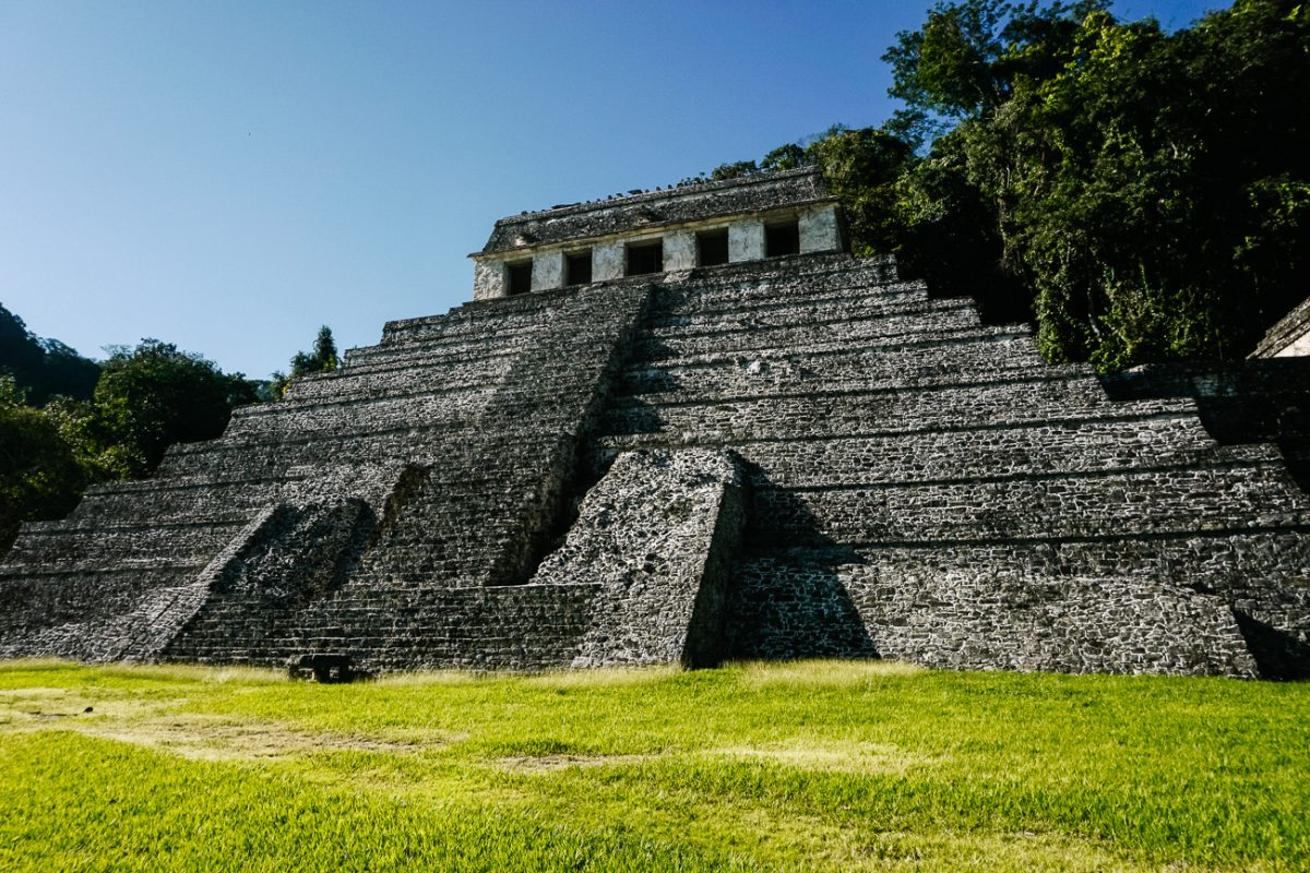 Maya tempel in Palenque, een archeologische site waar je meer leert over de Maya cultuur in Mexico