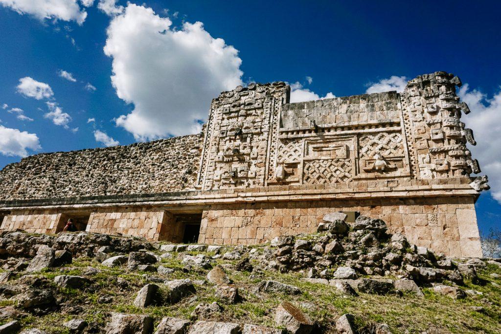 ornamenten in Uxmal, een van de bekende maya tempels in Mexico