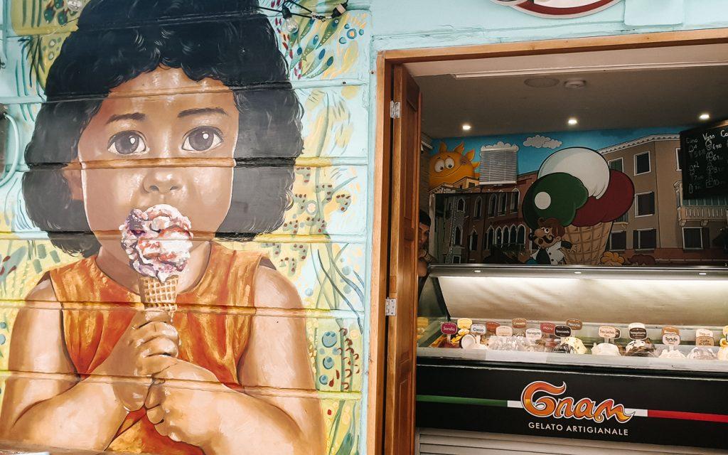Calle 3, street with many restaurants in Santa Marta