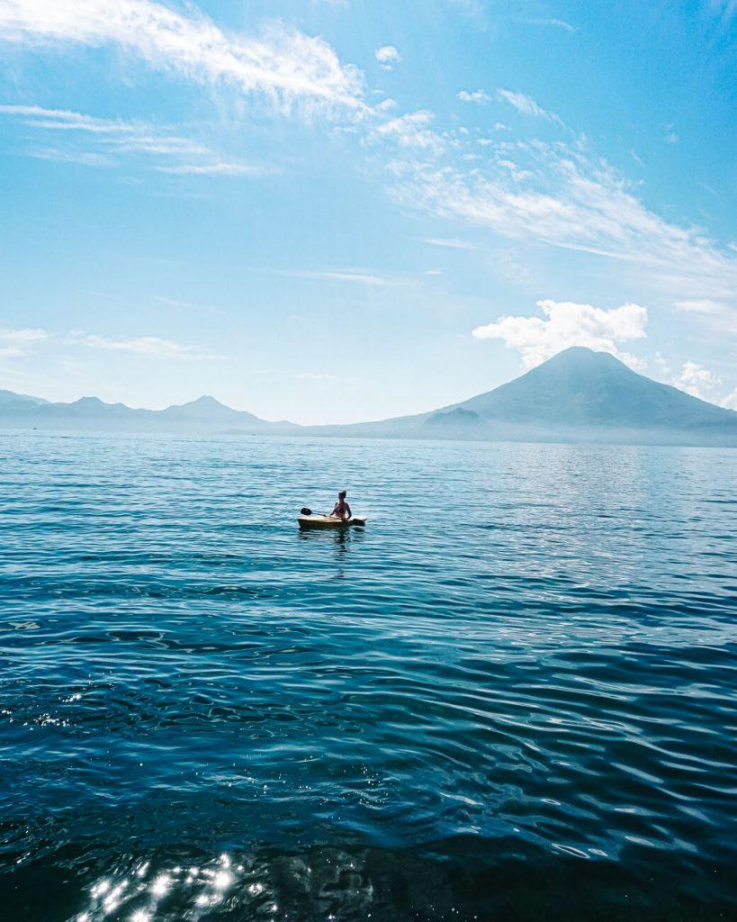 Kajakken op het Lago de Atitlan