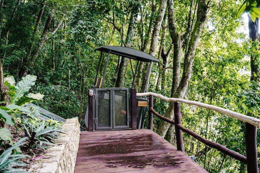 een jungle lift in Peten