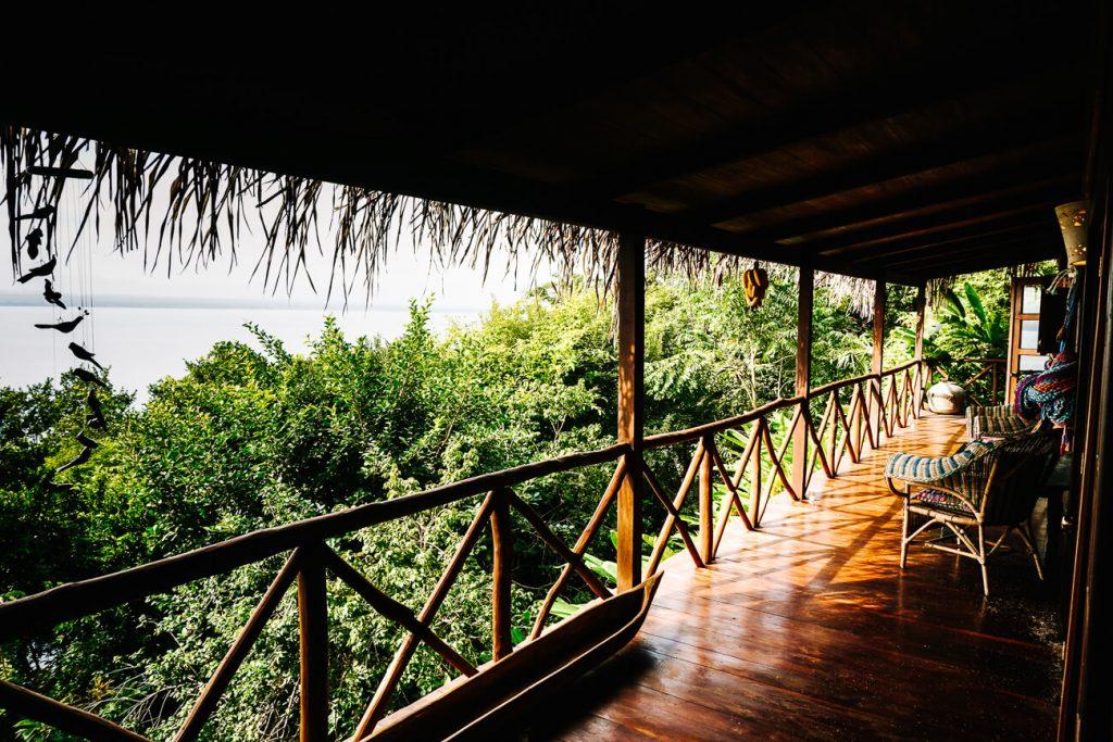 balkon van junglelodge bij La Lancha