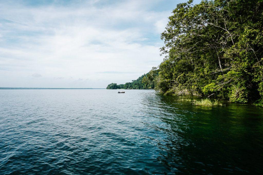 uitzicht op het lago peten itza