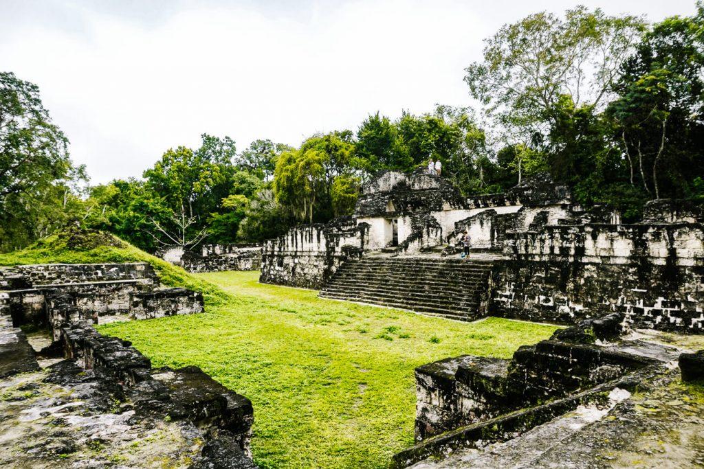 acropolis ruines tikal