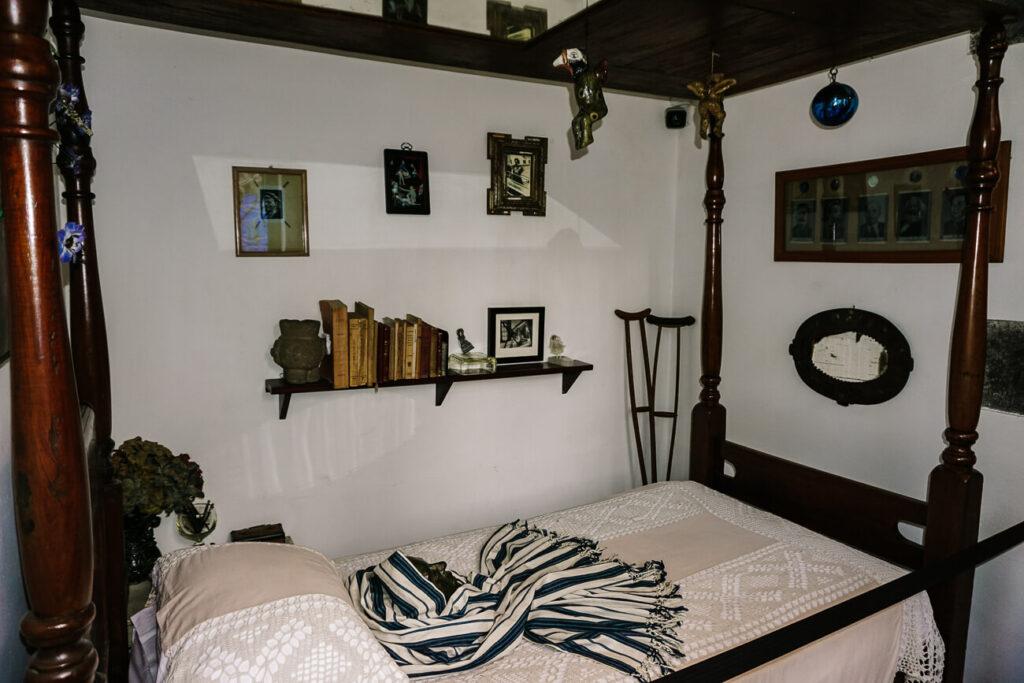 het bed van Frida Kahlo in Casa Azul