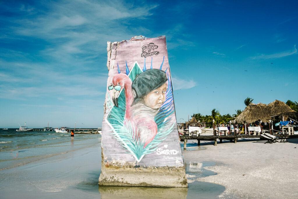 streetart op strand van Isla de Holbox