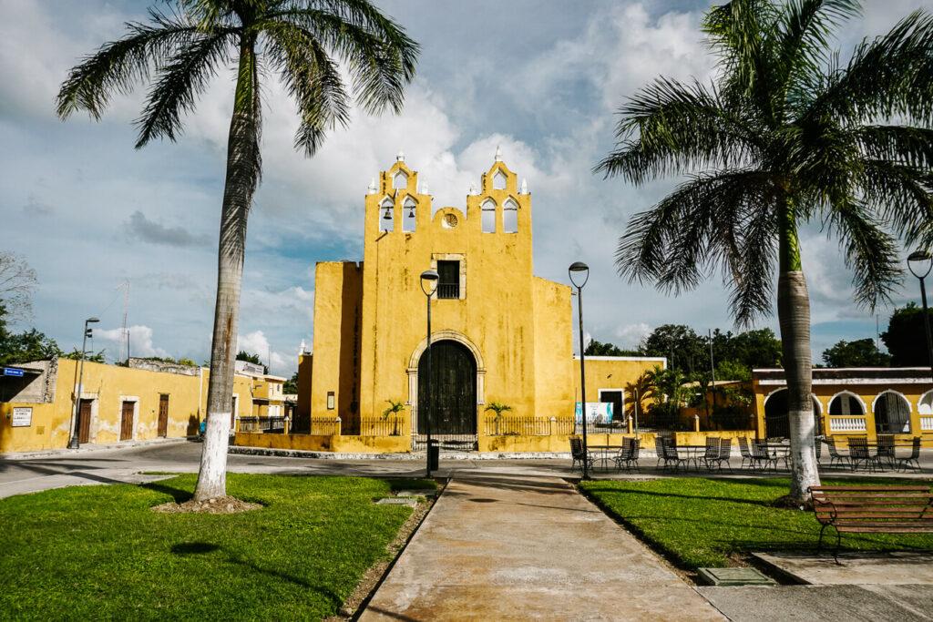 geke kerk in Izamal, de gele stad van mexico