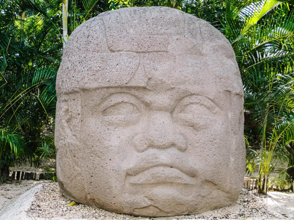 la venta, beelden en ruïnes van de Olmeken cultuur in Mexico