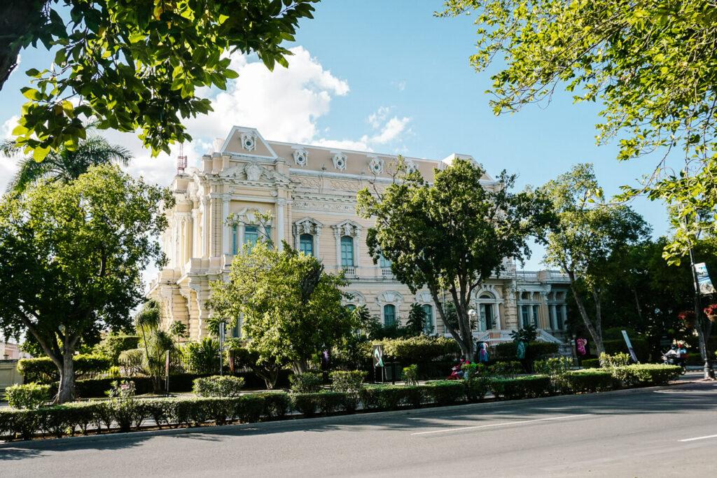 Merida is de cultuur stad van Yucatan met veel bezienswaardigheden, waaronder de paseo de montejo en de mooie gebouwen