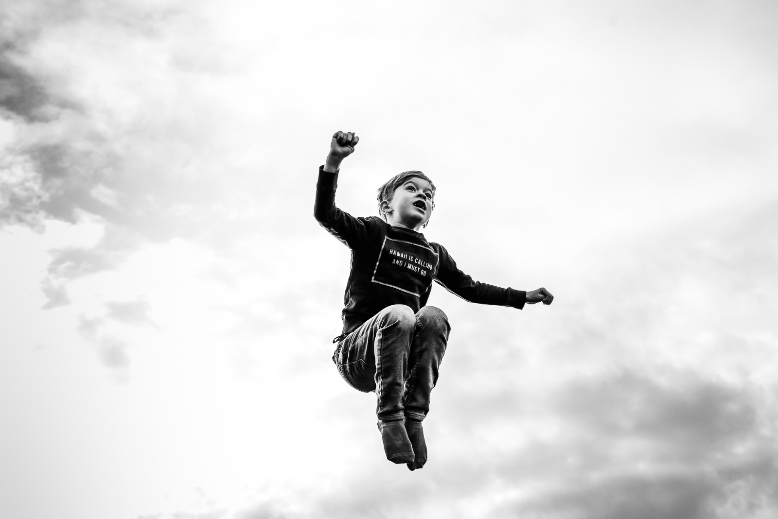 Jongen op trampoline