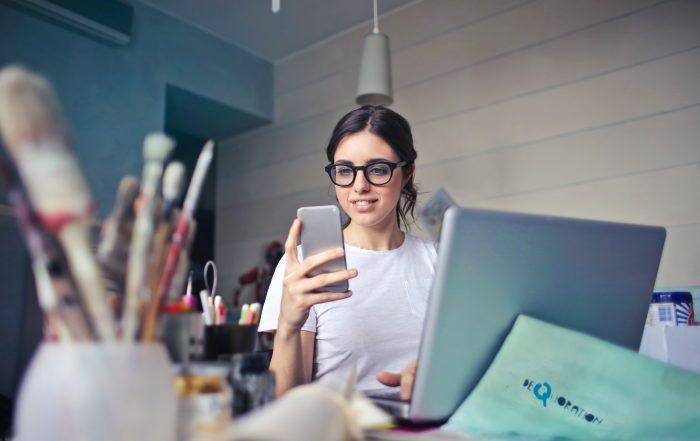 Hoe houd je contact met je team als je thuiswerkt?