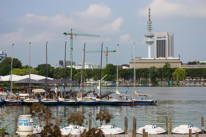 Blick auf den Messeturm und das Hotel Radisson