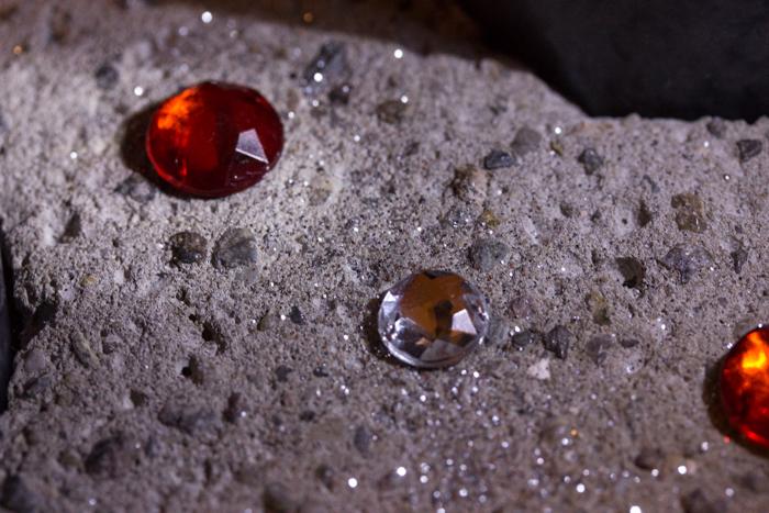 Adventskranz mit Hirsch in Grau und Rot mit Glitter und BlingBling auf Pearl's Harbor Blog DIY-Anleitung