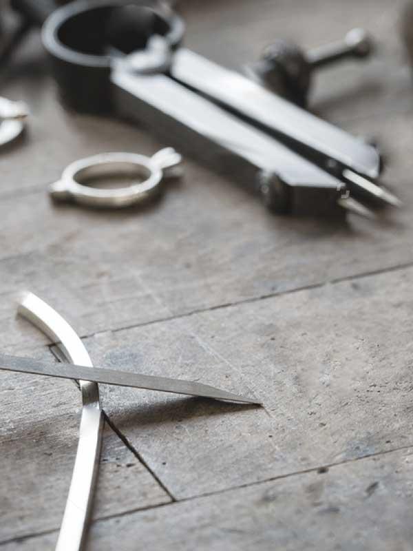 Detalle del taller de joyería de PerlArt Majorca Pearl
