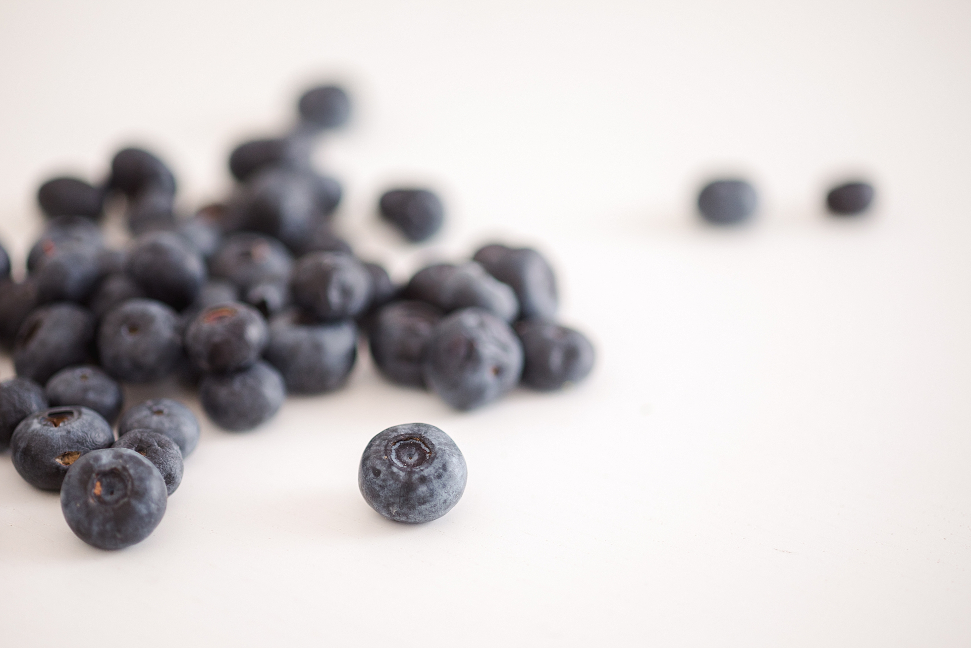 Healthy blueberries scattered