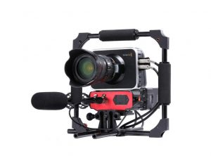 saramonic professional audio for dslr camerasattached to blackmagic camera front with mic