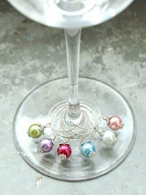 Håll reda på vems glas som är vems med en fin vinmarkör!