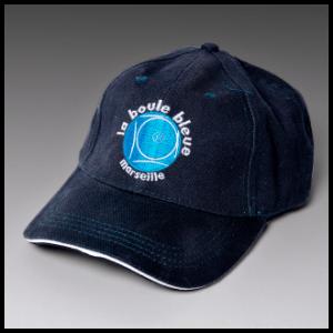 blå kasket cap