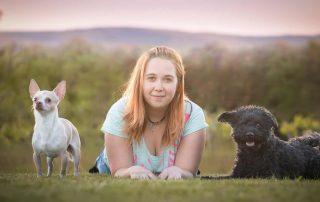 Tamara Lex mit ihren beiden Hunden