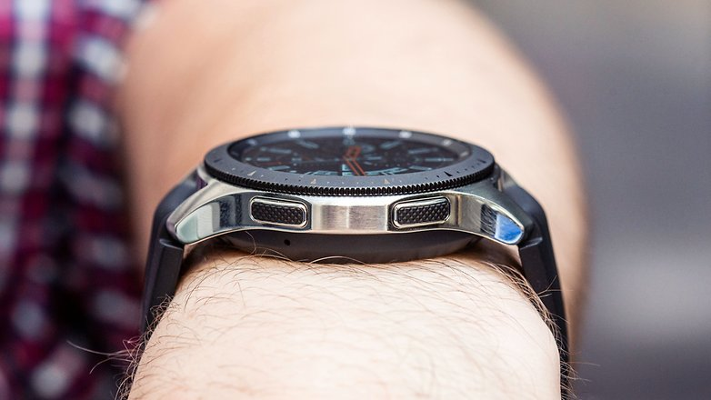 AndroidPIT samsung galaxy watch 46 side buttons