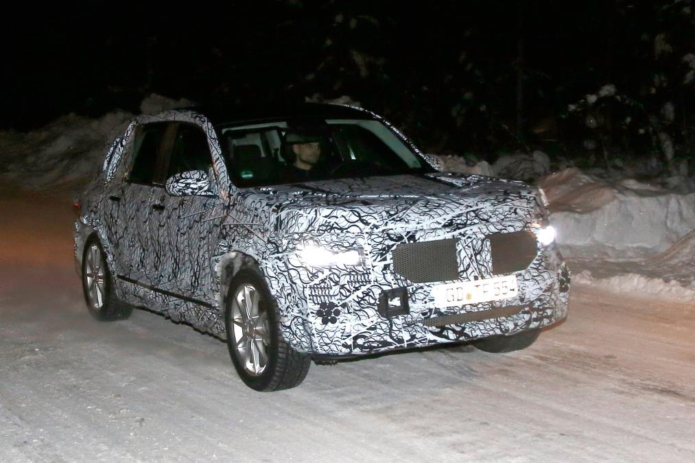 New Mercedes GLB - front action