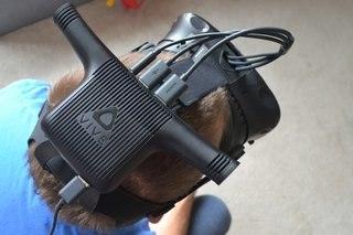 HTC Vive Wirless on head image 3