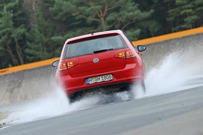 All-season tyre test - wet circle