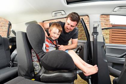 Toyota Verso - rear seats child seat