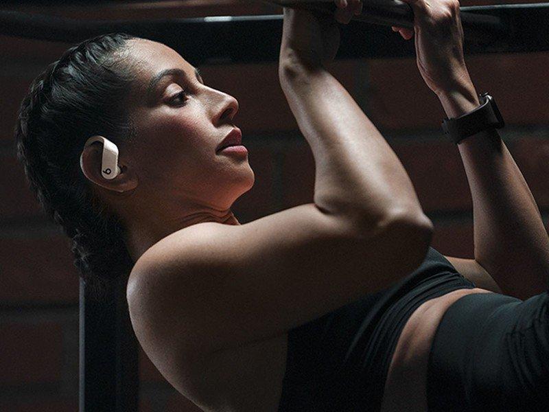 Powerbeats Pro woman doing pull-ups