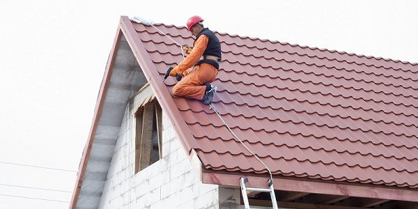 What to Do When Your Roof Starts Leaking?