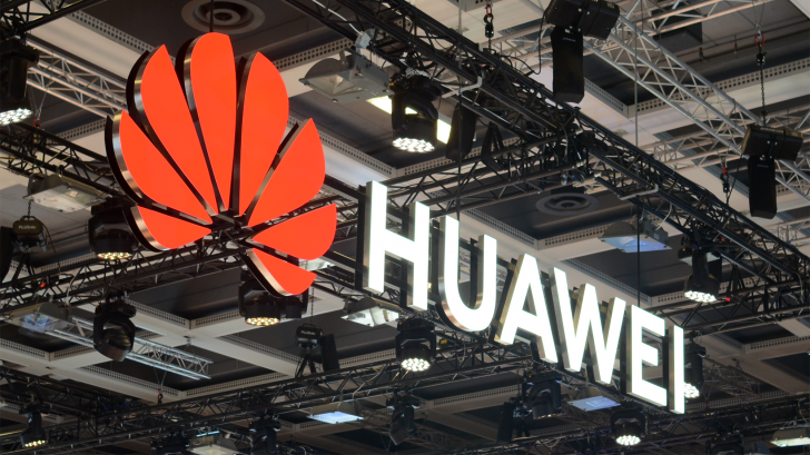 Huawei P50 Pro leaks with curved screen and hole-punch camera
