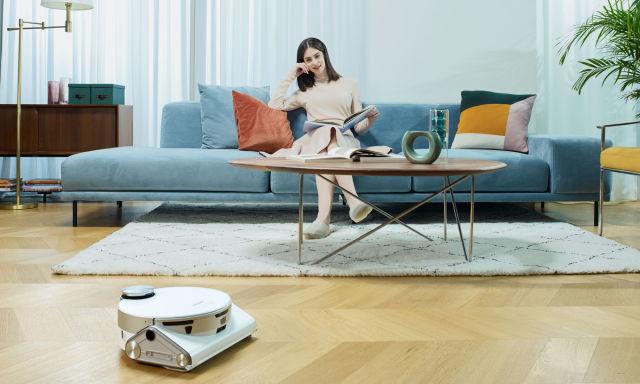 Samsung JetBot 90 AI+ smart vacuum.