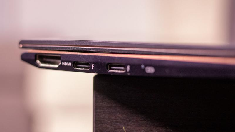 Asus ZenBook Flip S ports