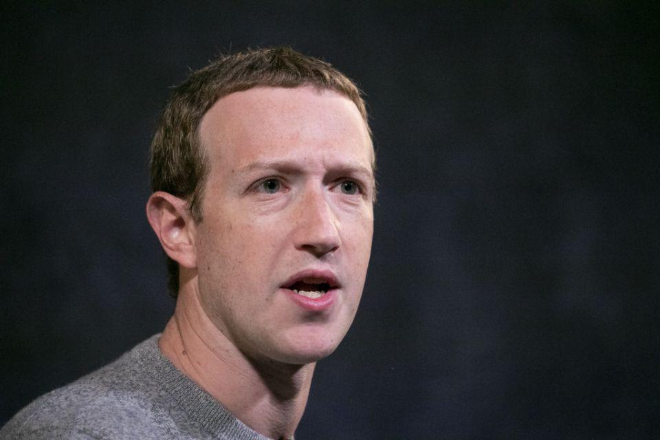 ARCHIVO - En esta fotografía del 25 de octubre de 2019, el director general de Facebook Mark Zuckerberg en el Paley Center en Nueva York. (AP Foto/Mark Lennihan, Archivo)