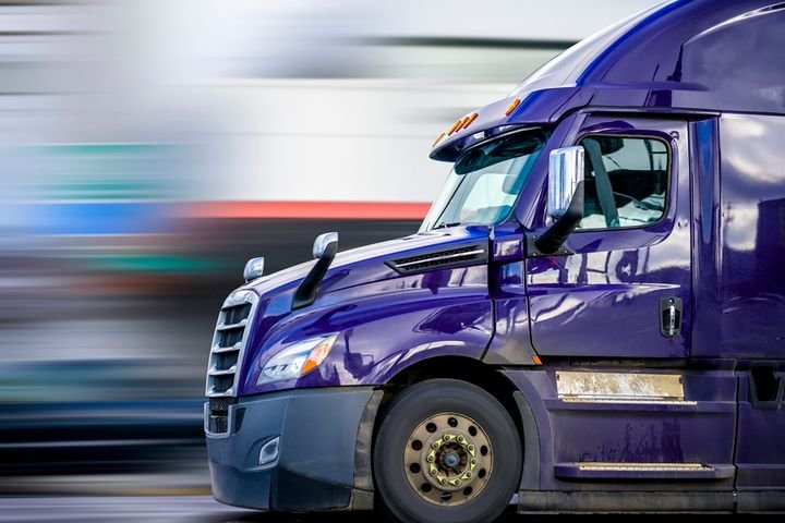 Under the proposal, tractor-trailers could pay as much as $10 on a single pass through by late 2023. - Photo: GETTYIMAGES/vitpho