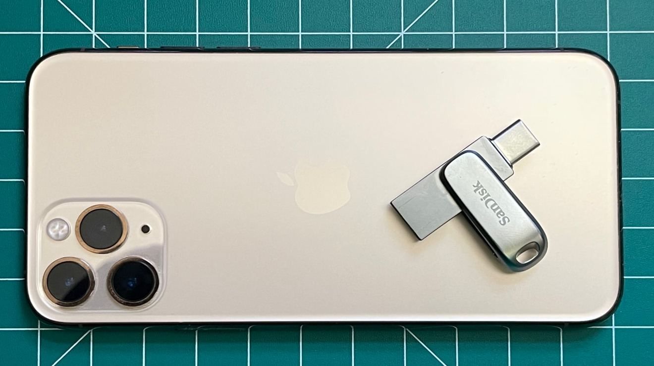 The SanDisk Ultra Dual Drive Luxe on top of an iPhone 11 Pro for scale.