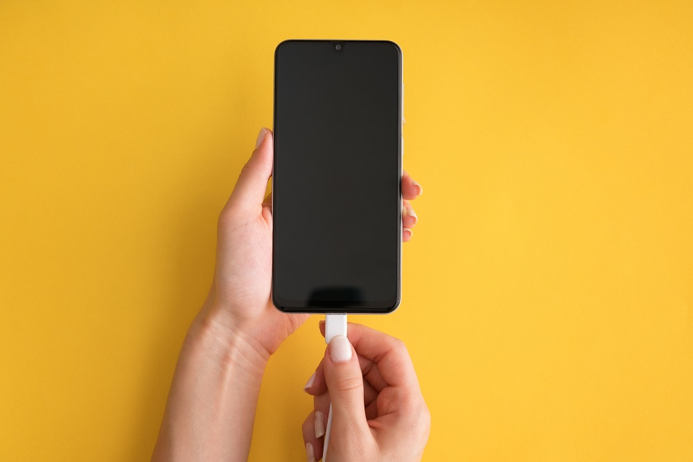 In general, there's absolutely no need to charge your smartphone battery to 100 per cent each time you recharge. ― Getty Images via ETX Studio