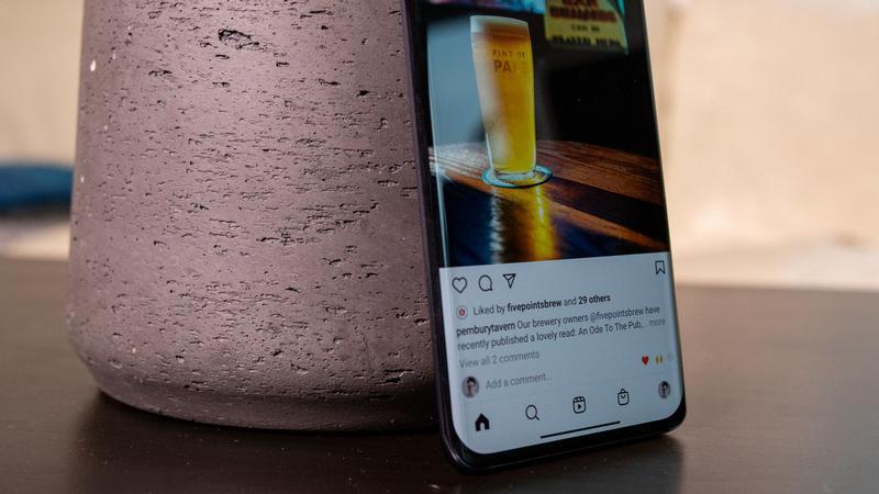 Xiaomi Mi 11 curved display