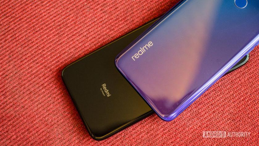 Realme 3 Pro vs Redmi Note 7 Pro showing logo